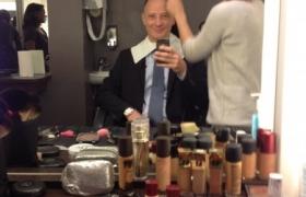 Le mentaliste Xavier Nicolas se prépare pour l\'émission de télévision Bienvenue chez Cauet sur NRJ12