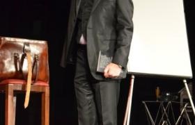 xavier-nicolas-au-concours-de-mentalisme-de-l-oedm-pour-le-nostradamus-2012-9