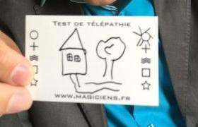 Une maison et un arbre à deviner par télépathie lors du spectacle de mentalisme Remue Méninges